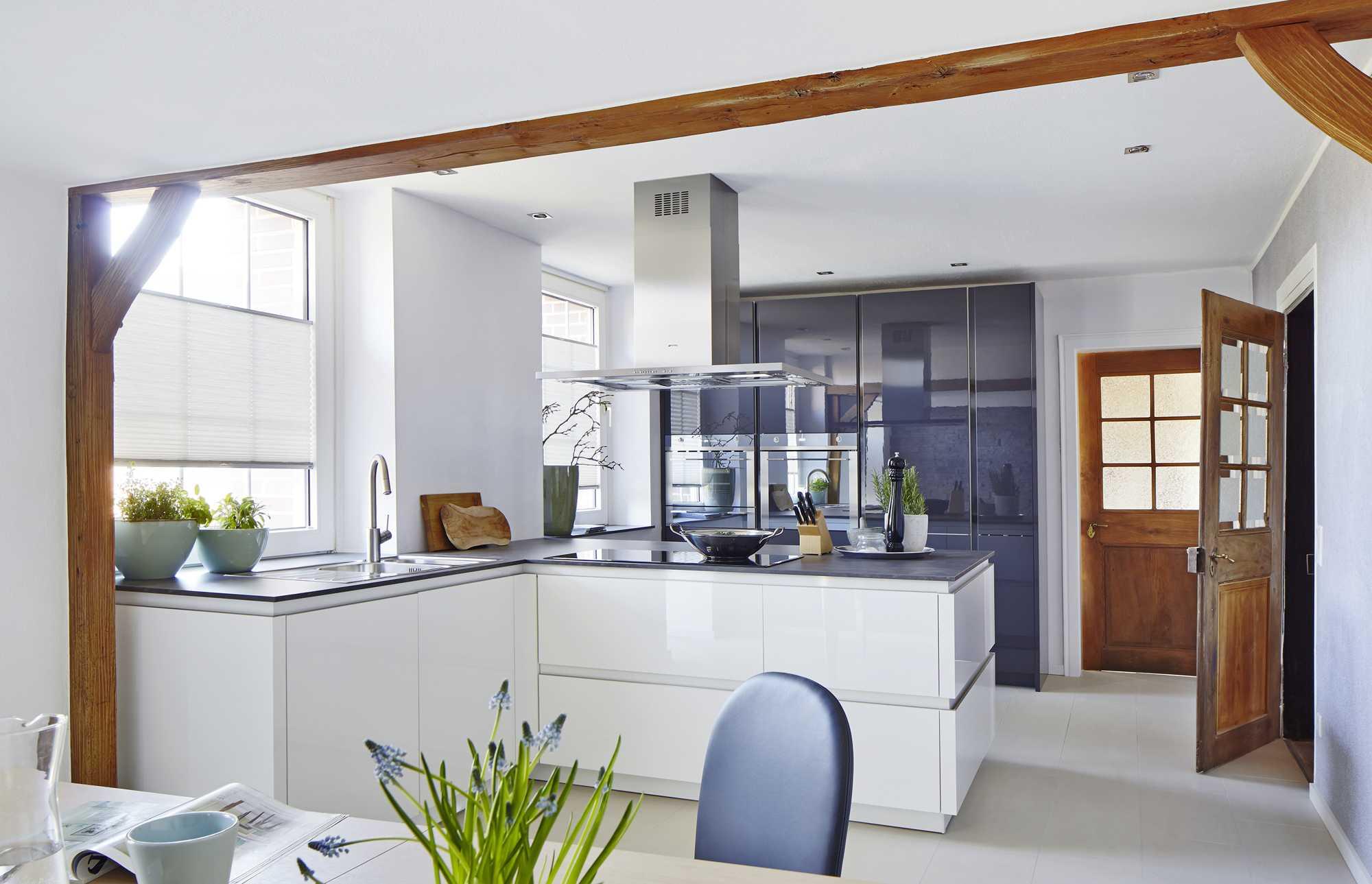 Stylish ZeroxHigh Gloss and deep Blue kitchen – a real eye-catcher. German Kitchen. Rotpunkt